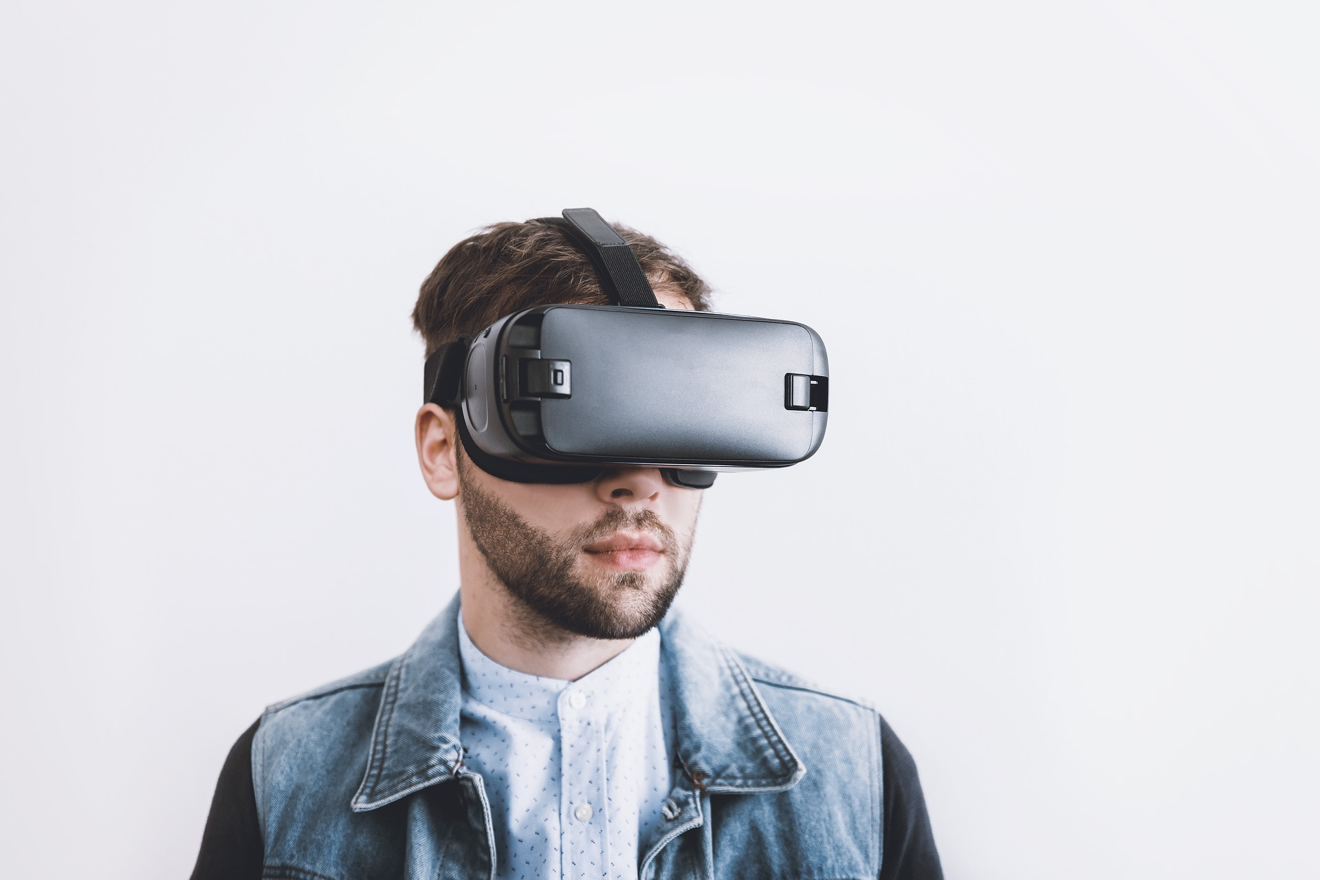 VR goggles used by real estate to navigate a listing's digital twin