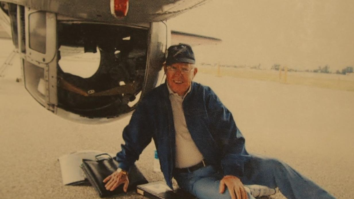 Photo of WWII Veteran discusses service on B-17